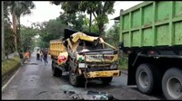 Video Detik-detik Tabrakan Truk Vs Truk di Tasikmalaya