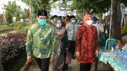 Kemnaker-Kemendes Salurkan Bantuan Jaring Pengaman Sosial di Tuban