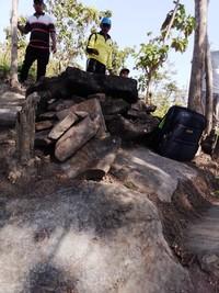Baru-baru ini ditemukan sekitar 23 kubur batu di situs cagar budaya kubur batu manusia kalang, Desa Bleboh, Kecamatan Jiken, Blora. Lokasinya tidak terkumpul di satu titik. Namun menyebar di beberapa titik, tapi masih di wilayah desa Bleboh. (Febrian Chandra/detikcom)