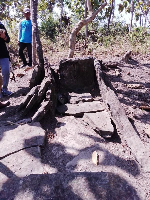 Beberapa titik temuan yang ada itu, di antaranya sudah dalam keadaan rusak akibat penjarahan harta benda yang ikut dikuburkan.