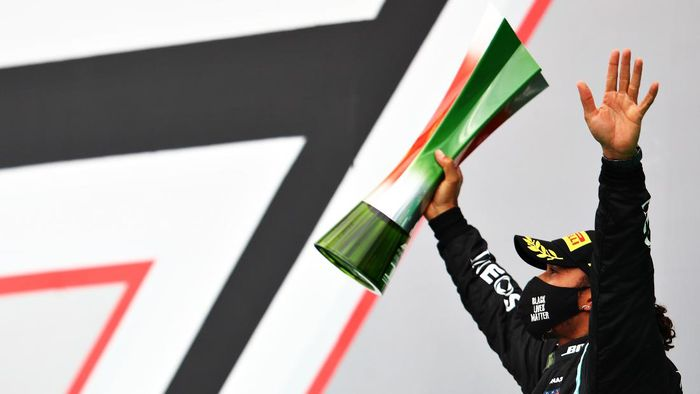 PORTIMAO, PORTUGAL - OCTOBER 25: Race winner Lewis Hamilton of Great Britain and Mercedes GP celebrates his record breaking 92nd race win on the podium during the F1 Grand Prix of Portugal at Autodromo Internacional do Algarve on October 25, 2020 in Portimao, Portugal. (Photo by Mark Thompson/Getty Images)