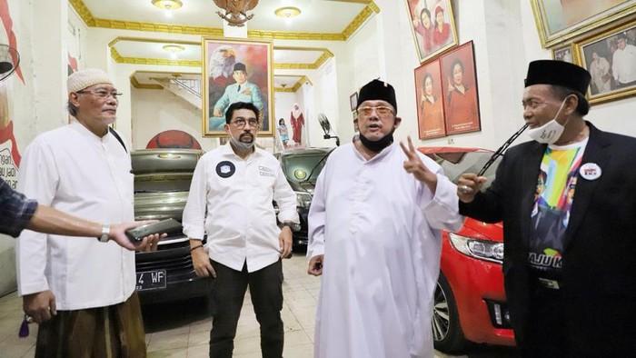 Tokoh senior PDI Perjuangan Surabaya, Mat Mochtar, menyatakan mendukung Paslon Wali Kota-Wakil Wali Kota Surabaya nomor urut 2 Machfud Arifin-Mujiaman Sukirno. Mat Mochtar kecewa partainya tak mengusung Wakil Wali Kota Surabaya saat ini, Whisnu Sakti Buana.