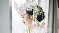 Cantik Banget! Vicy Melanie Pakai Siger di Hari Pernikahan