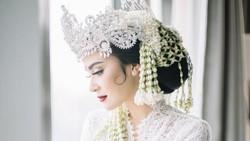7 Foto Cantiknya Vicy Melanie Istri Kevin Aprilio Saat Jadi Pengantin Sunda