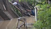 Banjir di Pondok Gede Bekasi Perlahan Surut, Warga Mulai Bersih-bersih