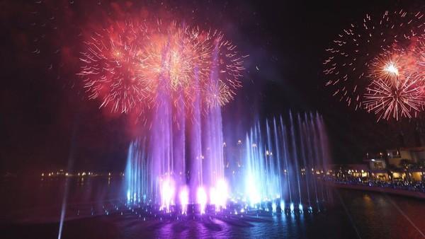 The Palm Fountain ini merupakan air mancur terbesar di dunia yang memecahkan Rekor Dunia Guinness di Pointe.