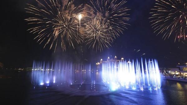 Manajer Pemasaran Senior di Guinness World Records, Shaddy Gaad, mengatakan air mancur ini adalah contoh tonggak lain dalam pencapaian arsitektur Dubai.