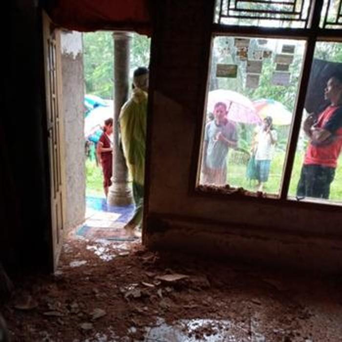 Rumah rusak imbas gempa M 5,9 yang guncang Pangandaran.