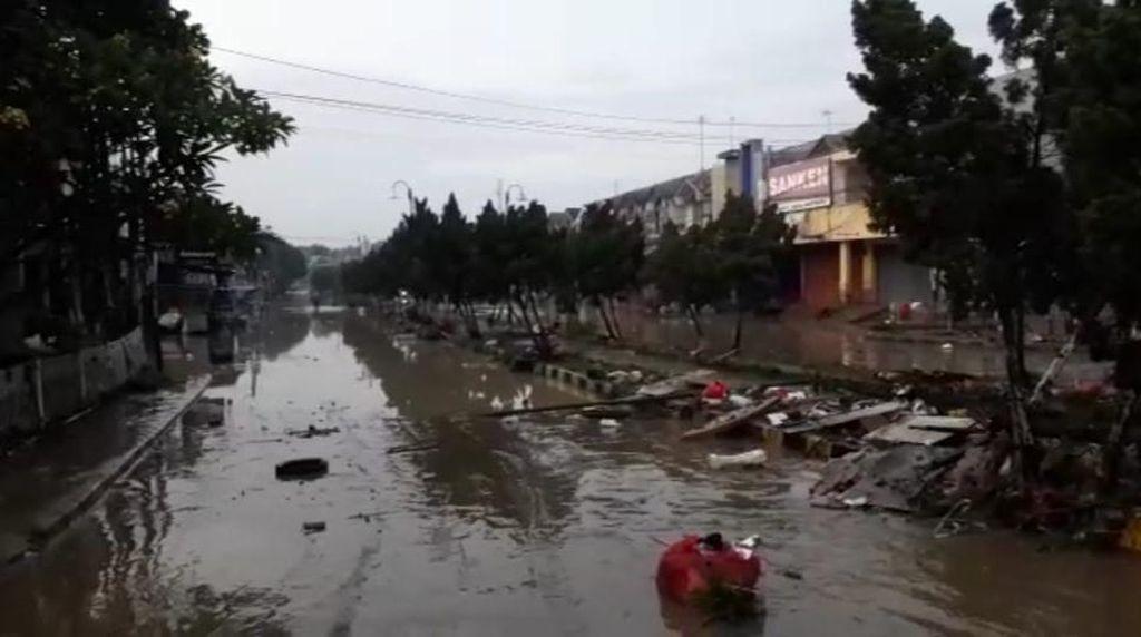 Banjir Surut, Masjid-Sekolah di Gunung Putri Bogor Terendam Lumpur