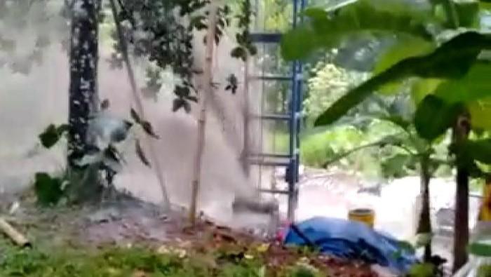 Semburan air di TPA Cipayung, Depok (Foto: Tangkapan layar video yang beredar)