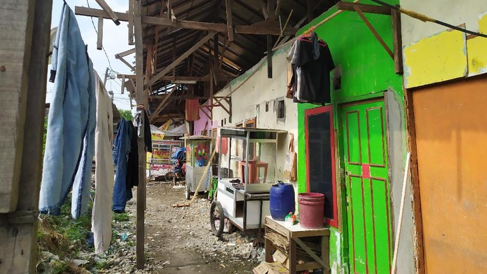 Warga Babelan Bekasi mulai perbaiki rumah pasca diterjang puting beliung (Foto: Luqman/detikcom)