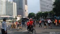 PSBB Transisi DKI, Warga Ramai Olahraga di Bundaran HI