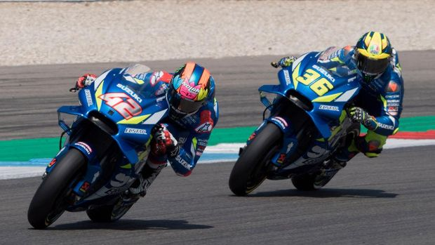 ASSEN, NETHERLANDS - JUNE 30: Alex Rins of Spain and Team Suzuki ECSTAR leads   Joan Mir of Spain and Team Suzuki ECSTAR  during the MotoGP race during the MotoGP Netherlands - Race on June 30, 2019 in Assen, Netherlands. (Photo by Mirco Lazzari gp/Getty Images)