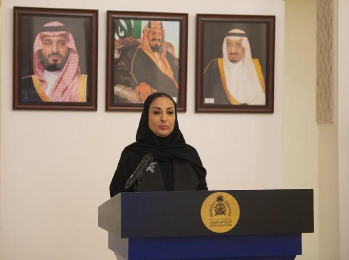 Amal Yahya Al-Moallimi yang jadi dubes wanita kedua di Arab Sudi
