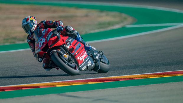 ALCANIZ, SPAIN - OCTOBER 24: Andrea Dovizioso of Italy and Ducati Team rounds the bend during the qualifying for the MotoGP of Teruel at Motorland Aragon Circuit on October 24, 2020 in Alcaniz, Spain. (Photo by Mirco Lazzari gp/Getty Images)