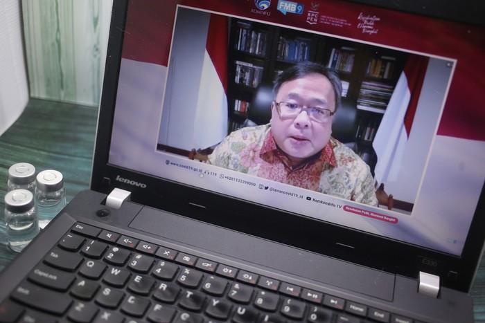 Menteri Riset dan Teknologi Indonesia Kepala Badan Riset Inovasi Nasional Indonesia, Bambang Brodjonegoro memberikan keterangan kepada wartawan mengenai pengembangan vaksin terapi dan inovasi covid-19 di Jakarta, Selasa, 20 Oktober 2020.