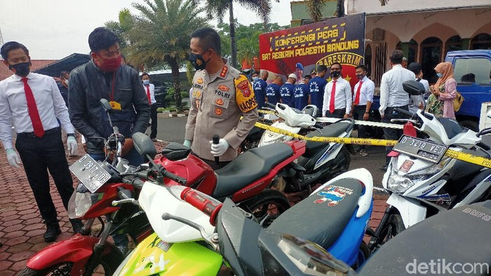 Barang bukti hasil pencurian kendaraan bermotor di Kabupaten Bandung.