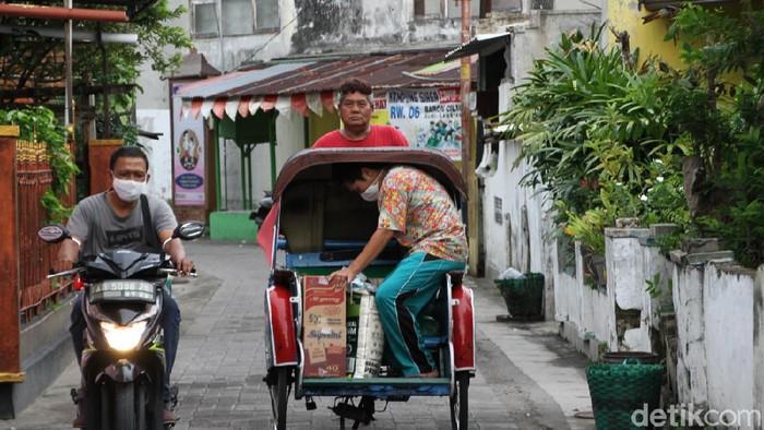 Pelacakan dari warga positif virus Corona atau COVID-19 di Kelurahan Bumi, Laweyan, Kota Solo, Jawa Tengah berkembang hingga satu RT.