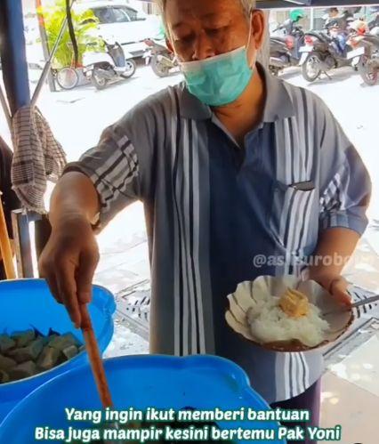 Inspiratif! Satu Keluarga Bagikan 100 Porsi Makanan Gratis Tiap Hari