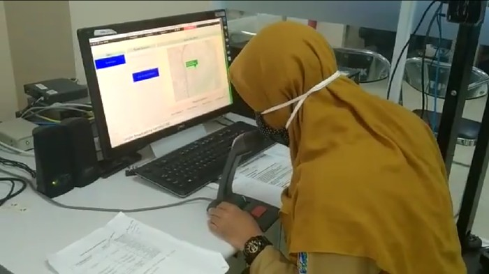 BPBD DKI Jakarta mengimbau warga bantaran sungai waspada banjir karena ada peningkatan status di 3 pos pantau banjir (Twitter @BPBDJakarta)