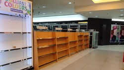 Jelang Tutupnya Gramedia Taman Anggrek, Rak-rak Buku Kosong