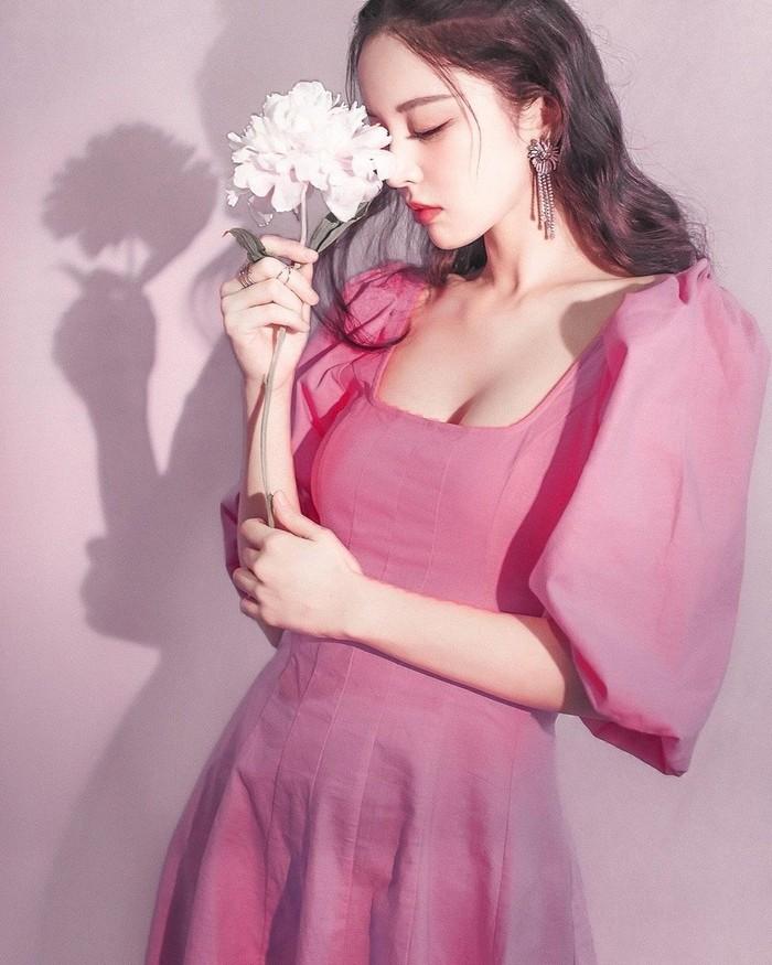 Gulnazar, Model Uyghur bak Barbie Dunia Nyata