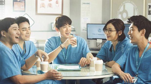 Hospital Playlist (2020): 8.8