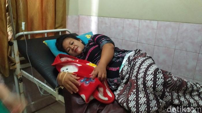 ibu di cianjur hampir melahirkan saat antre bantuan umkm