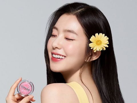 Irene Red Velvet jadi model iklan Clinique Korea.