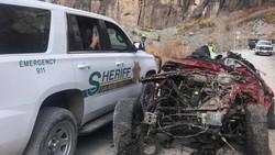 Ngeri! Detik-detik Jeep Wrangler Terguling dari Jurang
