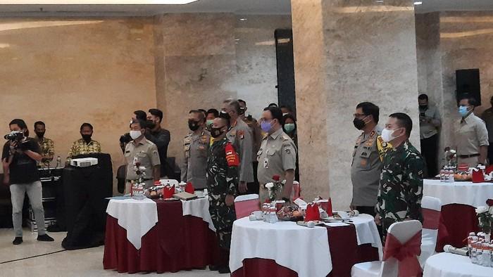 Kapolda Metro Jaya, Pangdam Jaya, hingga Gubernur DKI Jakarta Anies Baswedan menghadiri pertemuan dengan Kepala Sekolah se-Jadetabek