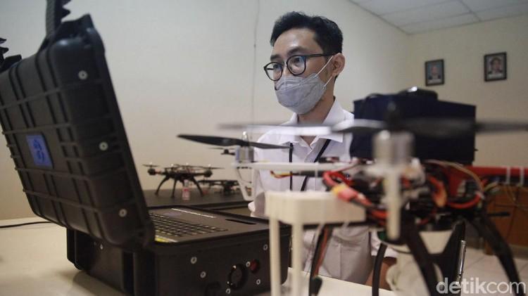 Hadapi musim Pilkada, LIPI tengah menyiapkan drone yang dapat mendeteksi kerumunan. Nah, penasaran seperti apa? Yuk, intip foto-fotonya.