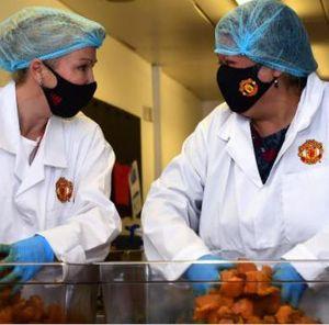 Ikuti Rashford, MU Juga Berikan Makanan Gratis untuk Siswa Sekolah