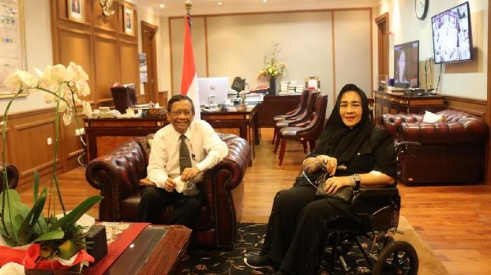 Menko Polhukam Mahfud Md menerima kunjungan Rachmawati Soekarnoputri.