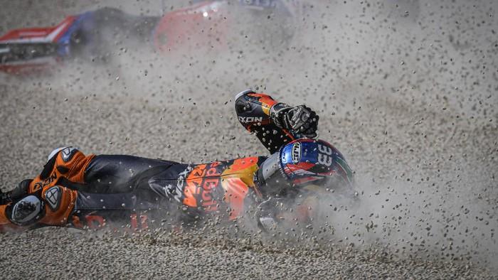 Brad Binder mengalami kecelakaan di MotoGP Teruel 2020.
