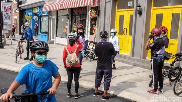 Para pengunjung yang hadir didominasi para pesepeda.