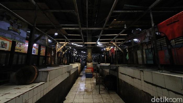 Dinas Perdagangan Solo kembali menutup Pasar Hardjodaksino imbas adanya pedagang yang terpapar virus Corona.