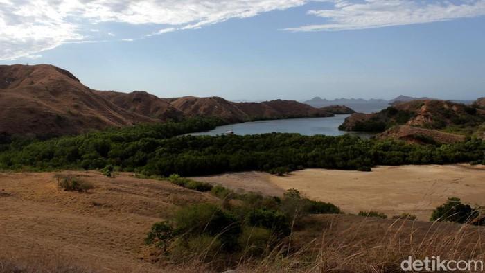 Pulau Rinca Taman Nasional Komodo tengah ditutup untuk pembangunan sarana dan prasarana wisata. Begini rumah Komodo sebelum pembangunan dimulai.