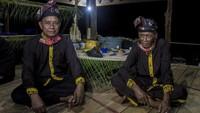 Ketua lembaga adat desa Paau, Halidi, mengatakan ritual ini diadakan sekali dalam setahun yang biasanya digelar pada bulan September atau Oktober tepatnya saat bulan purnama tiba.