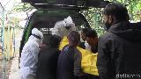 Pria di Lumajang Tewas dalam Kamar Kos, Mayatnya Dievakuasi Petugas Ber-APD