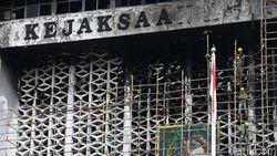Jejak Perkara Kebakaran Kejagung hingga 5 Tukang Dituntut 1 Tahun Penjara