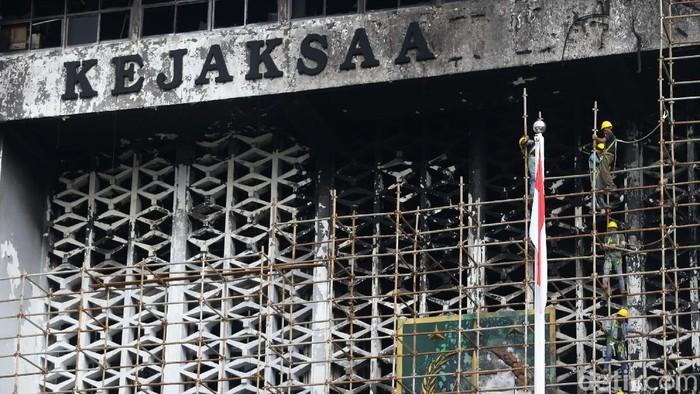 Renovasi gedung Kejagung menalan biaya sebesar Rp 350 miliar. Hal itu disepakati DPR saat rapat kerja.
