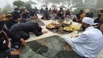 Suasana Ritual Peringatan 10 tahun Erupsi Merapi
