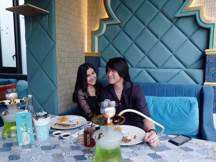 Romantisnya Kevin Aprilio dan Vicy Melanie Saat Kulineran Bareng