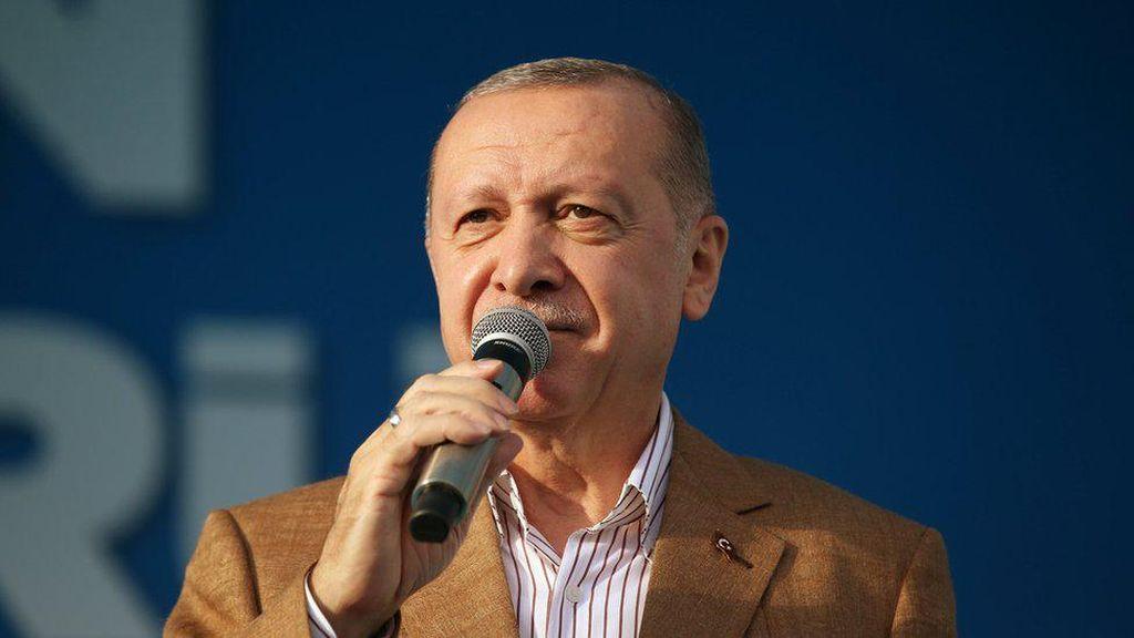 Amarah Turki Memuncak Kala Kartun Erdogan Mejeng di Majalah Satire