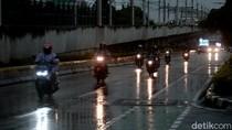 Siap-siap! Besok Jakarta Bakal Hujan Ringan Siang-Sore