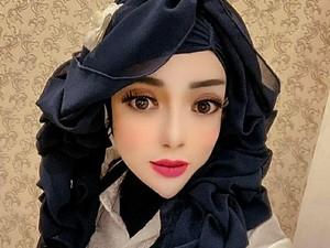 Hijabers Berwajah Barbie Ini Viral, Dagu Lancipnya Bikin Netizen Julid