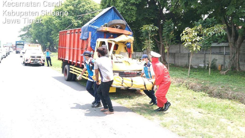 Pindah Lajur Berujung Kecelakaan Truk di Tol Sidoarjo, Satu Orang Tewas