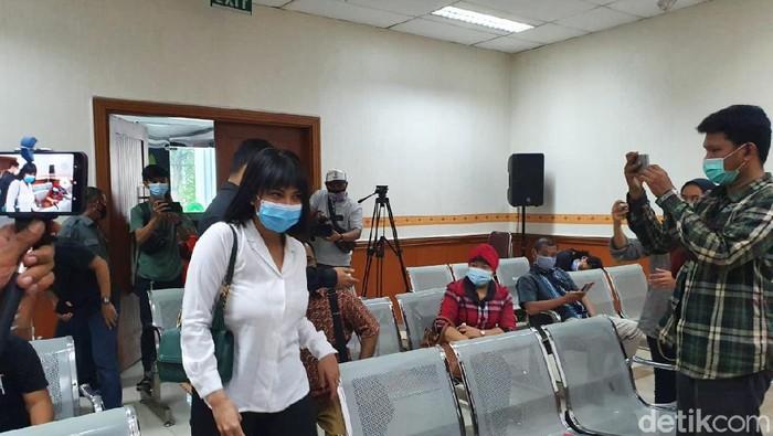 Vanessa Angel menghadiri sidang kasus kepemilikan pil Xanax di PN Jakbar