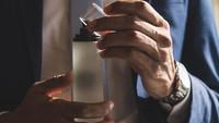 5 Parfum Pria yang Wanginya Memikat Wanita Menurut Penelitian